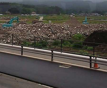 東日本大震災後のガレキ撤去の様子